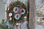 Mixed wreath as feed station for birds