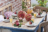 Ornamental apple balls as a table decoration