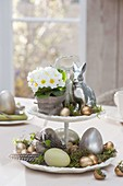 Small etagere as easter decoration, primula, easter eggs, easter bunny