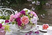 Nostalgic table decoration with roses and lady's mantle