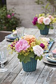Table decoration with roses and lady's mantle