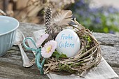 Easter mini nest with Easter egg with the inscription 'Frohe Ostern' in a little wreath