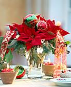 Adventsstrauß mit Weihnachtsstern / Euphorbia