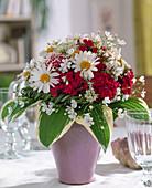 Dianthus (carnation), Agryanthemum frutescens (marguerite)