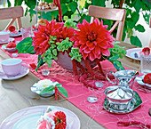 Table decoration with Dahlia 'Garden Wonder', Moluccella
