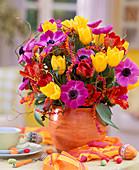 Anemone coronaria (Crown anemone), Tulipa (Tulip), Bastcordel