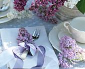 Napkin decoration with syringa (lilac blossoms)