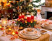 Adventlich geschmückter Tisch
