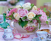 Rosa 'Vendela', 'Esperance' (roses), Paeonia 'Sarah Bernhard'