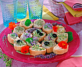Baguette slices with edible flowers