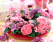 Pink wreath 'Mary Rose' (English Rose, Hydrangea)