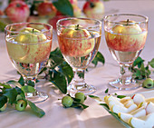 Floating malus as table decoration, ornamental apples, apple wedges