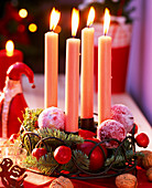 Advent arrangement with sweetened apples and twigs