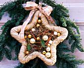 Door arrangement of branches and star with balls