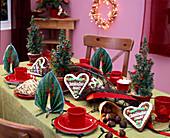 Weihnachtliche Tischdeko mit Picea (Zuckerhutfichte)