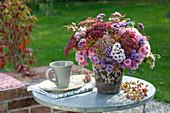 Autumnal bouquet with Sedum, Aster (Herbstaster)