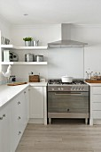 White, country-house-style kitchen with free-standing gas cooker