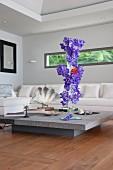 Vertical flower arrangement in living room with horizontal window