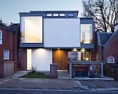 Modernes Architektenhaus mit versenkbarer Garage