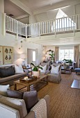White gallery in elegant, country-house-style, open-plan living area