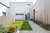 Lawn and gravel areas in modern courtyard garden