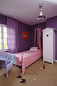 Child's bedroom in purple and pink with violet walls