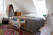 Schlafzimmer im Vintage-Stil unter der Schräge