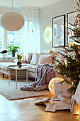 Cosy festive ambience in white living room