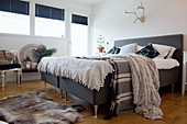 Wintry bedroom in shades of grey