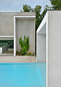 House and pool with rectilinear design