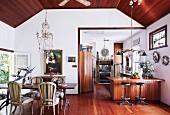 Offener Wohnraum mit Bohemian-Flair und eklektischem Charme