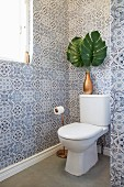 Guest toilet with blue and white ornamental wall tiles