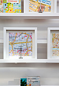 Souvenir maps of cities and landmarks in 3D frames