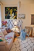 Bild im Wohnzimmer mit gleichem Motiv wie der Teppich