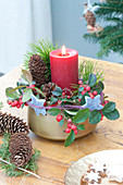 Small Advent arrangement with red candle, Pinus branches