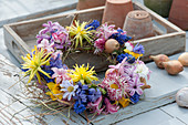 Tied wreath from Hyacinthus, Narcissus