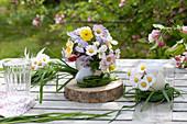 Small posy of Narcissus (Narcissus), Viola cornuta