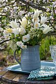 White bouquet of Tulipa 'Purissima', 'Budlight', Narcissus