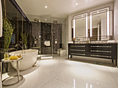 Luxurious main bathroom, Ten Trinity Square, London