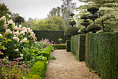 English-style topiary garden (Les Jardins de Castillon, France)