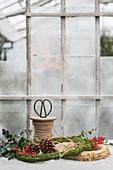 Floristik-Utensilien im Gewächshaus