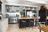 American-style kitchen-dining room with vintage and industrial elements