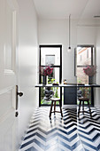 Black and white zigzag floor in the bathroom