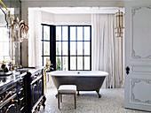 Badezimmer in französischem Barockstil