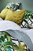 Jungle-patterned bed linen