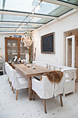 Cosy shabby-chic dining room in conservatory
