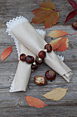 Napkins with napkin rings handmade from horse chestnuts