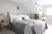 Rustic bedroom in grey, beige and white