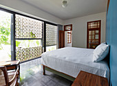 Glass wall and half-open façade in exotic bedroom