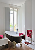 Vintage-style, free-standing bathtub in modern bathroom